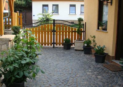 Carport im Gästehaus zu Wohlsborn