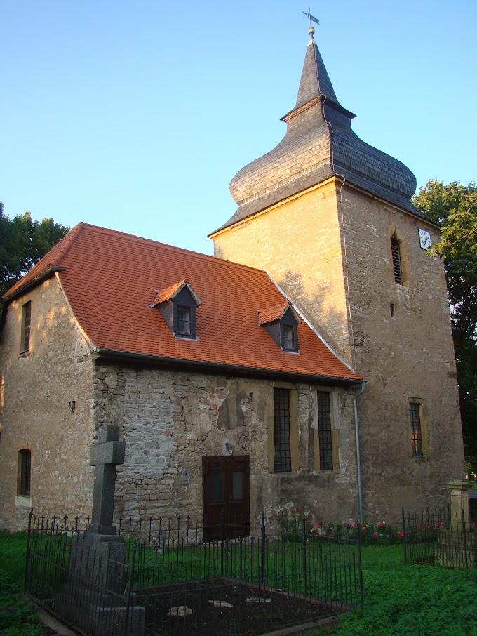 Kirche und Friedhof in Wohlsborn