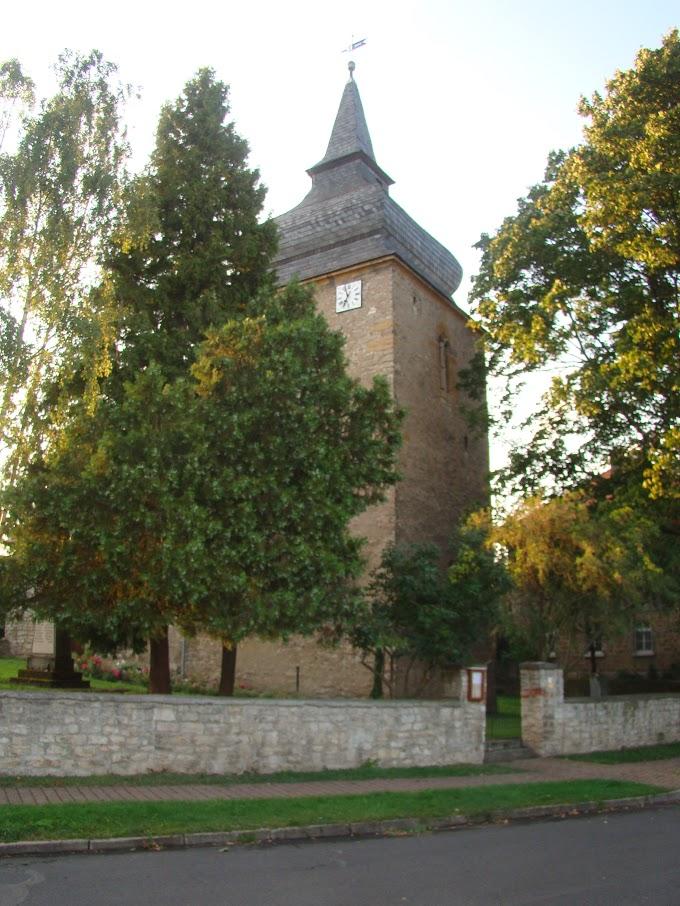 Eingang zur Kirche in Wohlsborn